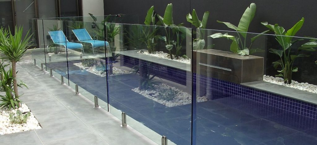 glass fence swimming pool